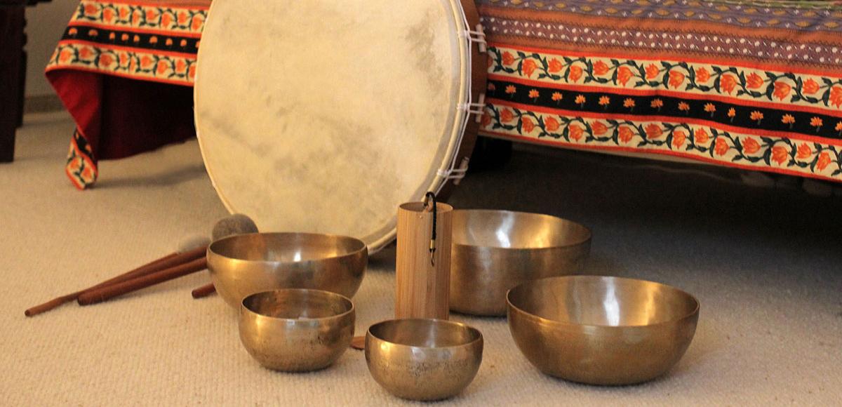 Klangschalen und Trommel